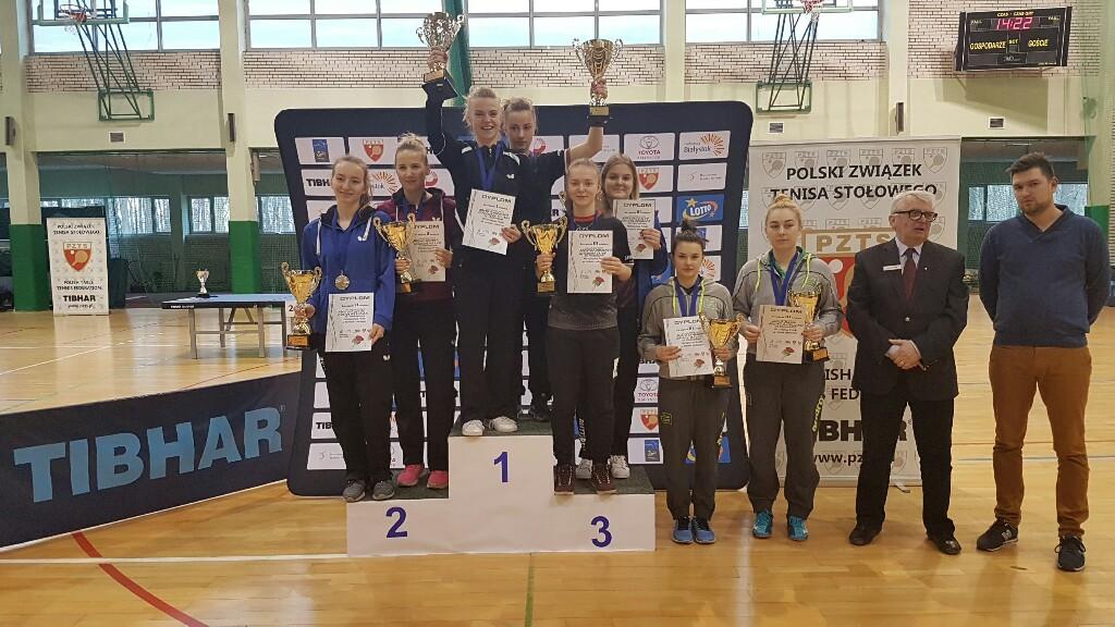 4 medale naszych tenisistek stołowych wMłodzieżowych Mistrzostwach Polski
