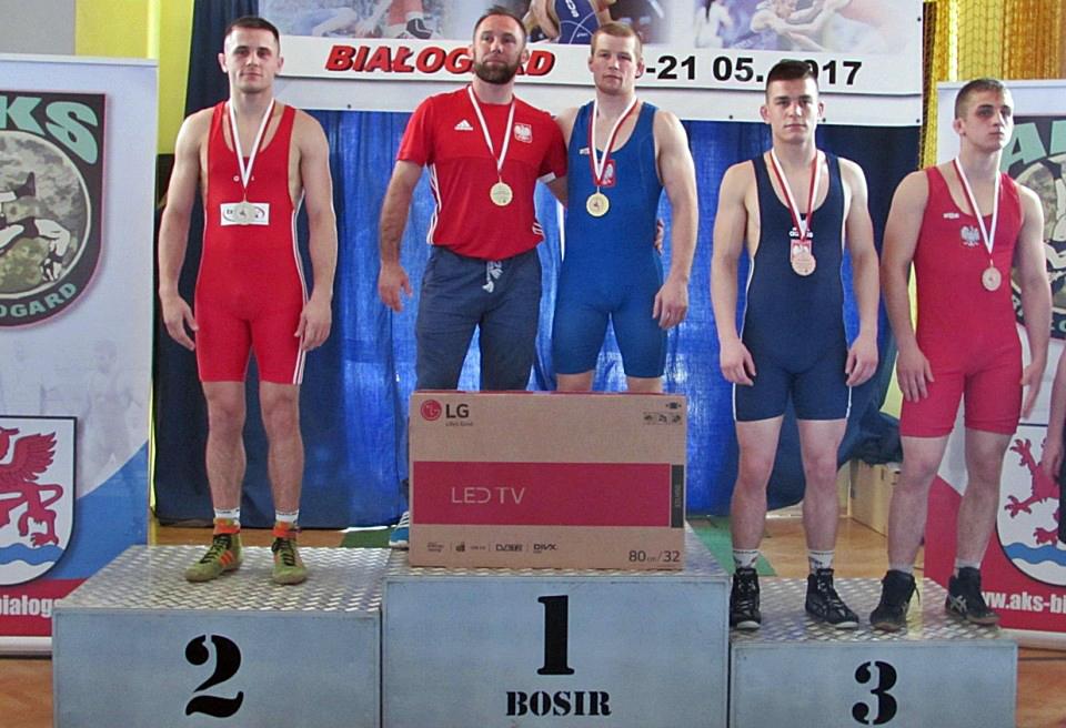 19 medali zdobyli zawodnicy z klubów Zrzeszenia na Mistrzostwach Polski Seniorów w zapasach wstylu wolnym, 15medali zdobyły na MP nasze zawodniczki