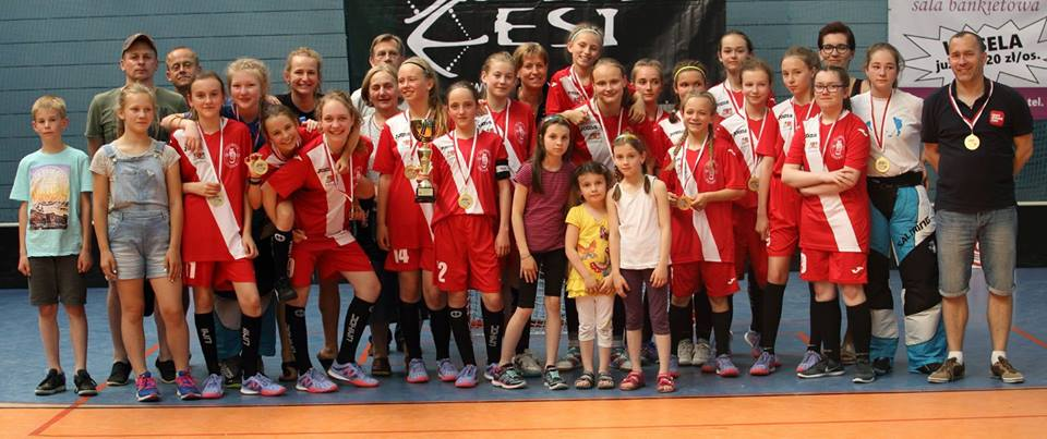 Młodziczki Olimpii Osowa Gdańsk mistrzyniami Polski wunihokeju