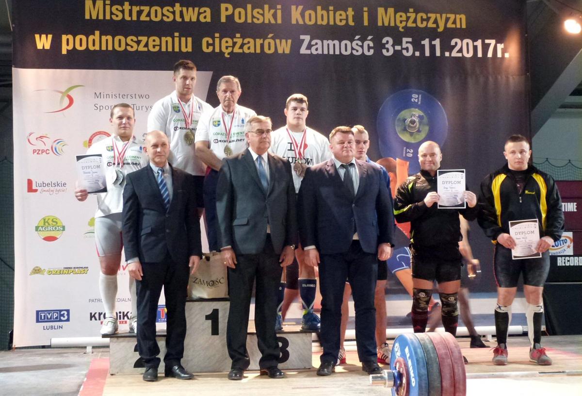 23 medale zdobyli zawodnicy znaszych klubów na MP seniorów wpodnoszeniu ciężarów kobiet imężczyzn