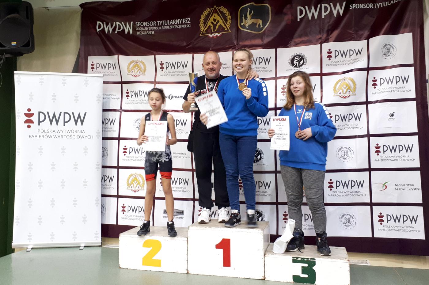 Młodziczki z naszych klubów zgarnęły prawie wszystkie medale na Mistrzostwach Polski wzapasach kobiet