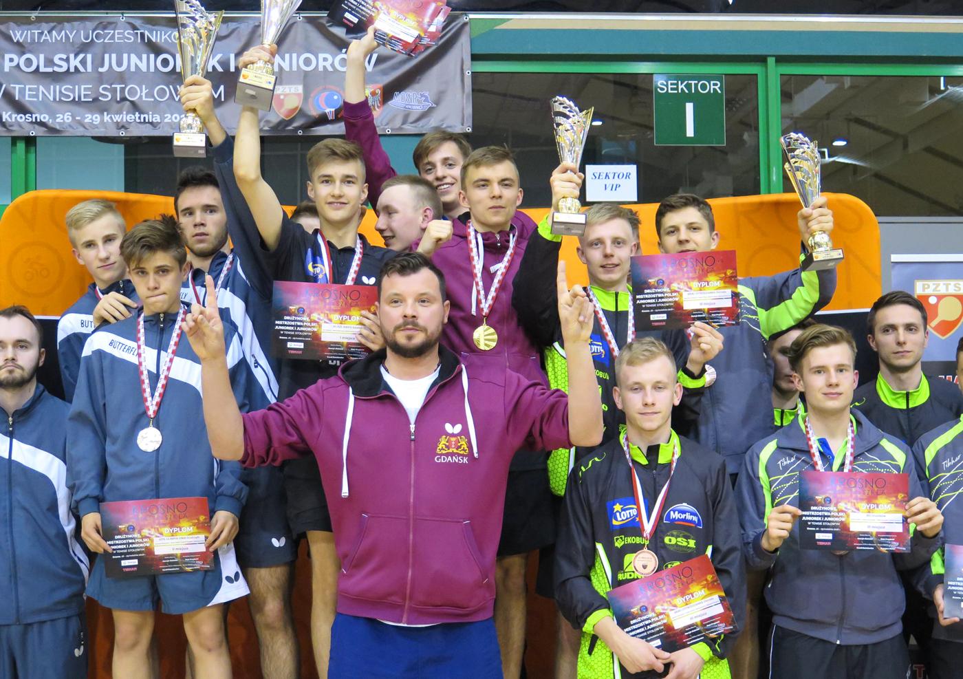 6 medali naszych zawodników na Mistrzostwa Polski Juniorów wtenisie stołowym
