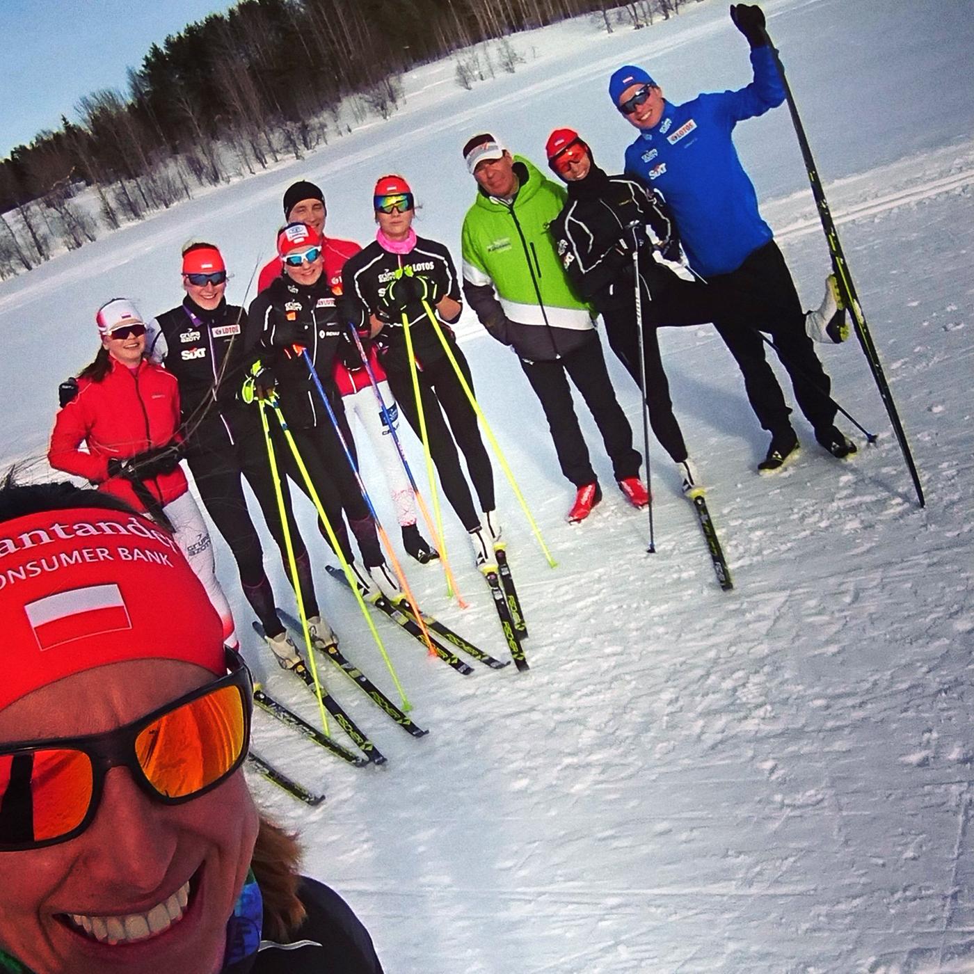 W kadrze narodowejA biegaczek narciarskich 6zawodniczek znaszych klubów