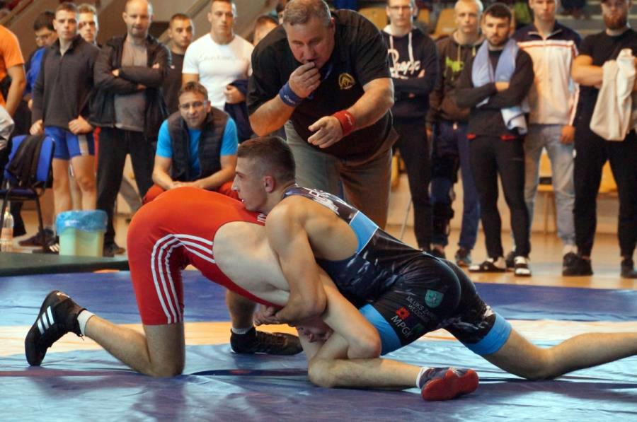 32 medale zdobyli zawodnicy izawodniczki znaszych klubów ma Młodzieżowych Mistrzostwach Polski wzapasach wstylu wolnym izapasach kobiet