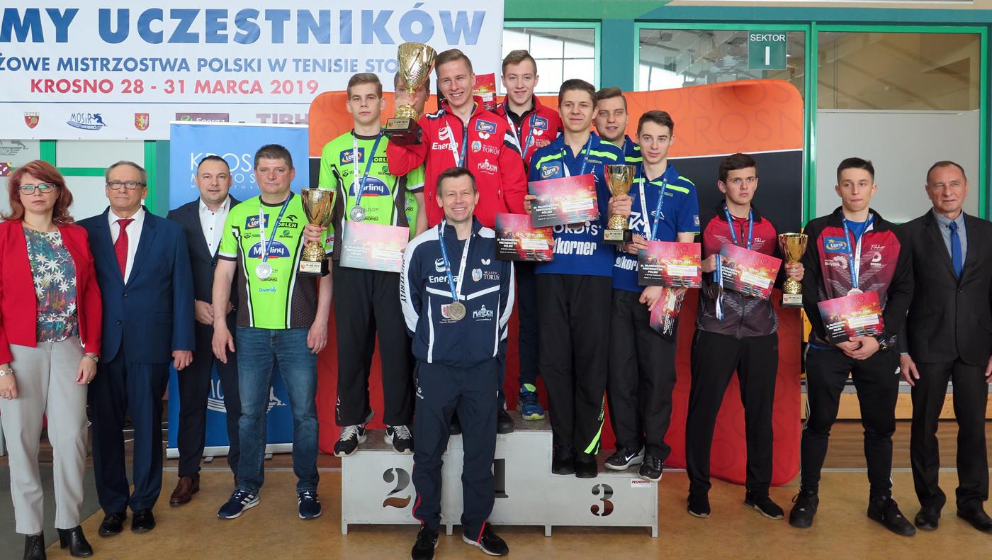 11 medali wywalczyli zawodnicy znaszych klubów na 31.Młodzieżowych Mistrzostwach Polski wTenisie Stołowym