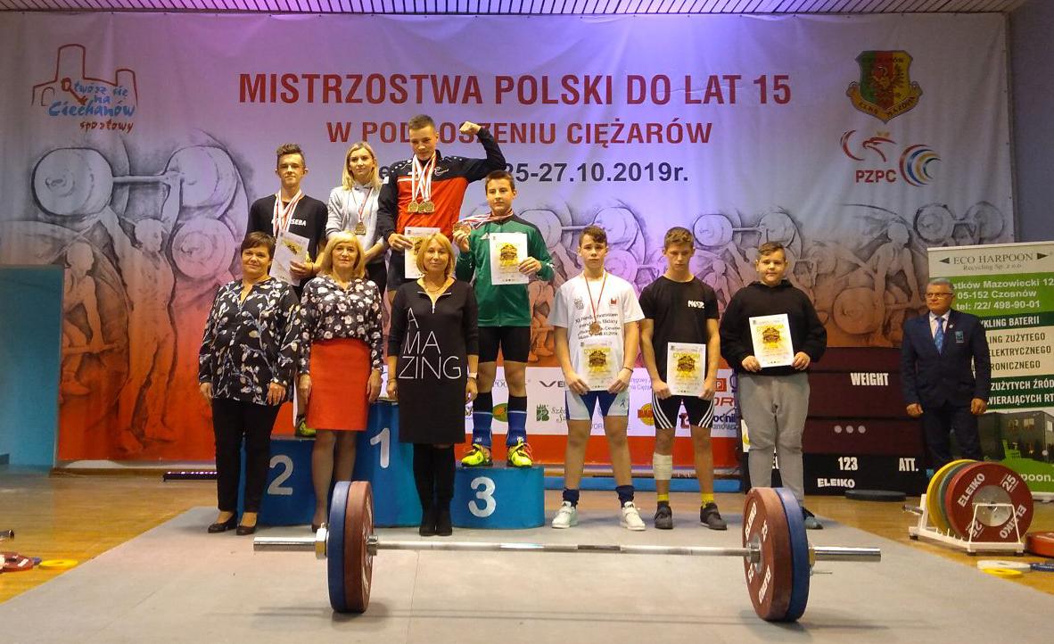49 medali zdobyli zawodnicy znaszychklubów naMistrzostwachPolski wpodnoszeniu ciężarów dolat15
