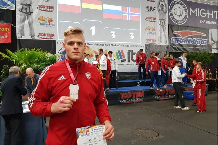 24 medale zdobili zawodnicy znaszychklubów namistrzostwach Europy wTaekwon-do