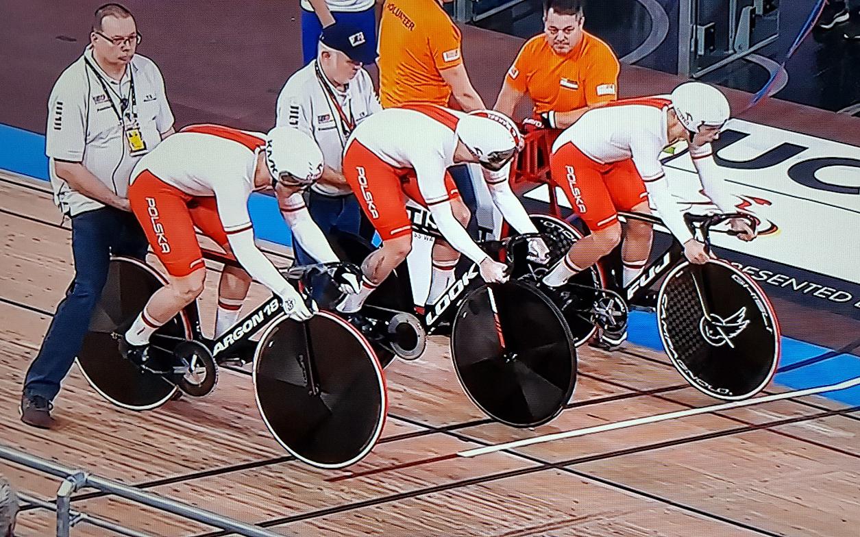 Mistrzostwa Świata w kolarstwietorowym — walka omedale ikwalifikacje olimpijskie