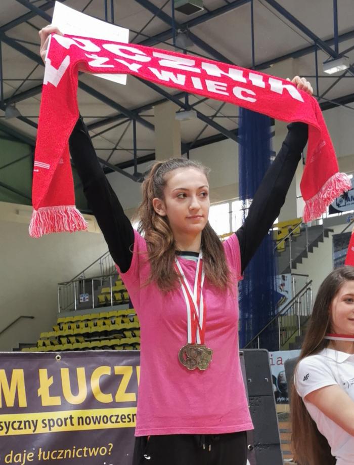 16-letnia Klaudia Płaza zLKSŁucznikŻywiec mistrzyniąPolski seniorek włukach klasycznych!<br/>12medali zawodników zklubów ZrzeszeniaLZS