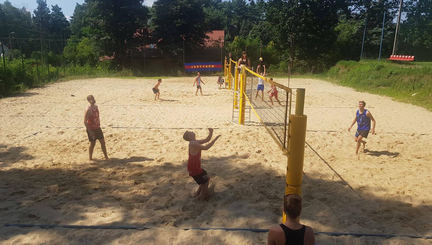 Mistrzostwa Wojewódzkiego Zrzeszenia LZS wŁodzi wsiatkówce plażowej kobiet imężczyzn
